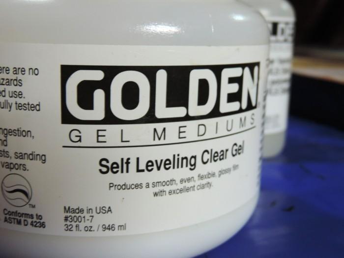 Golden self-levelling gel